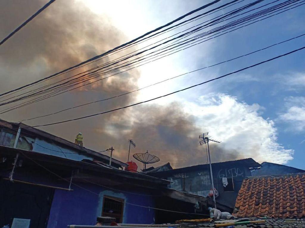 1 Orang Tewas dalam Kebakaran di Peninggaran Timur Jaksel