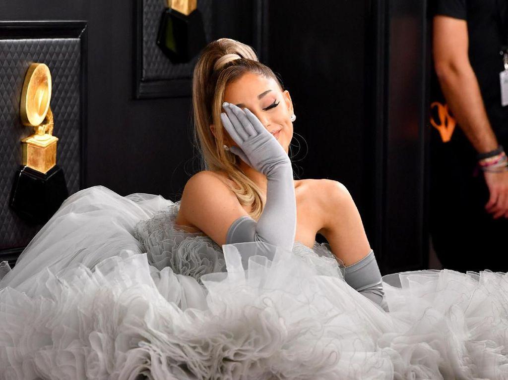Wow! Ariana Grande Wanita Pertama dengan 200 Juta Pengikut di Instagram