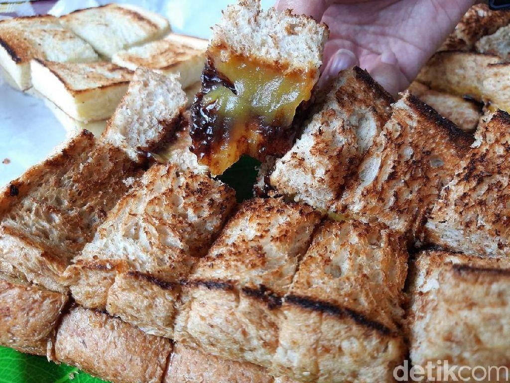 5 Roti Bakar Legendaris Asli Bandung, Jadul tapi Bikin Kangen