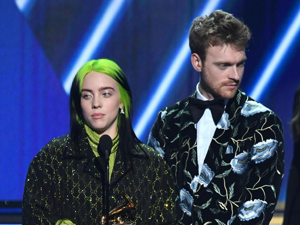 Billie Eilish dan Finneas Terima Piala Song of the Year