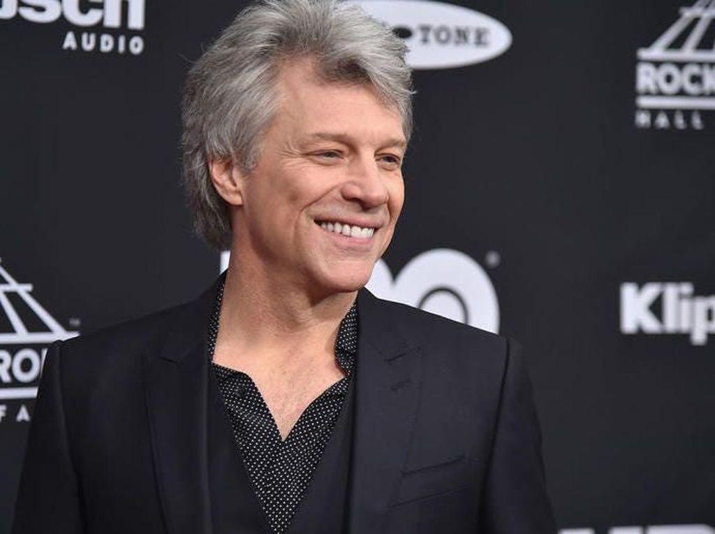 Galang Bantuan untuk Corona, Jon Bon Jovi Cuci Piring