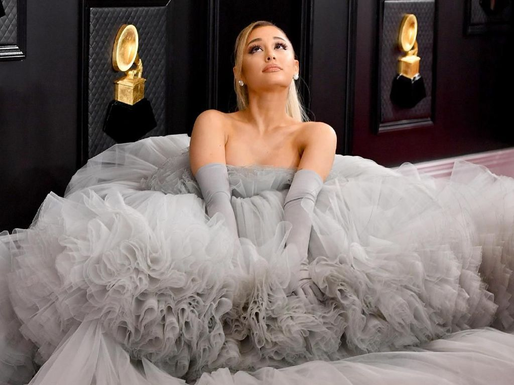 Krisis Virus Corona, Ariana Grande dan Taylor Swift Bantu Fans Pengangguran