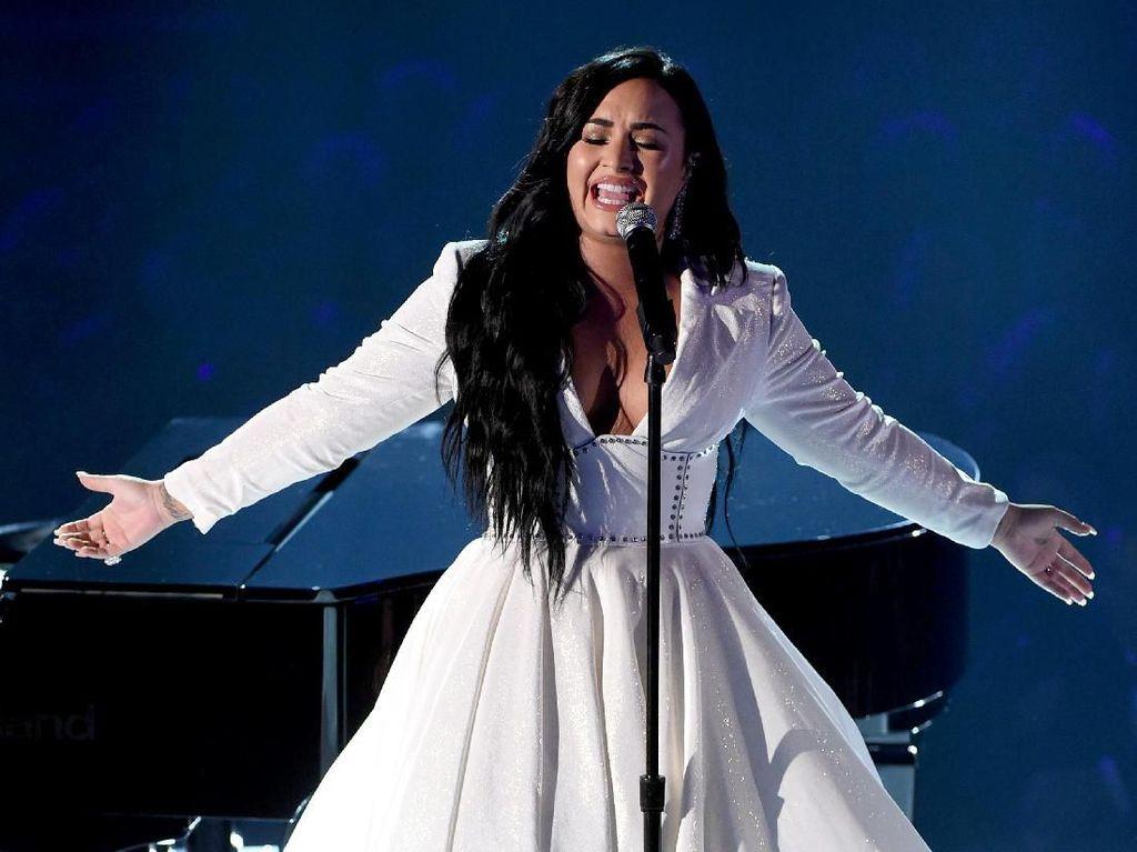 Momen Comeback Demi Lovato Setelah Overdosis