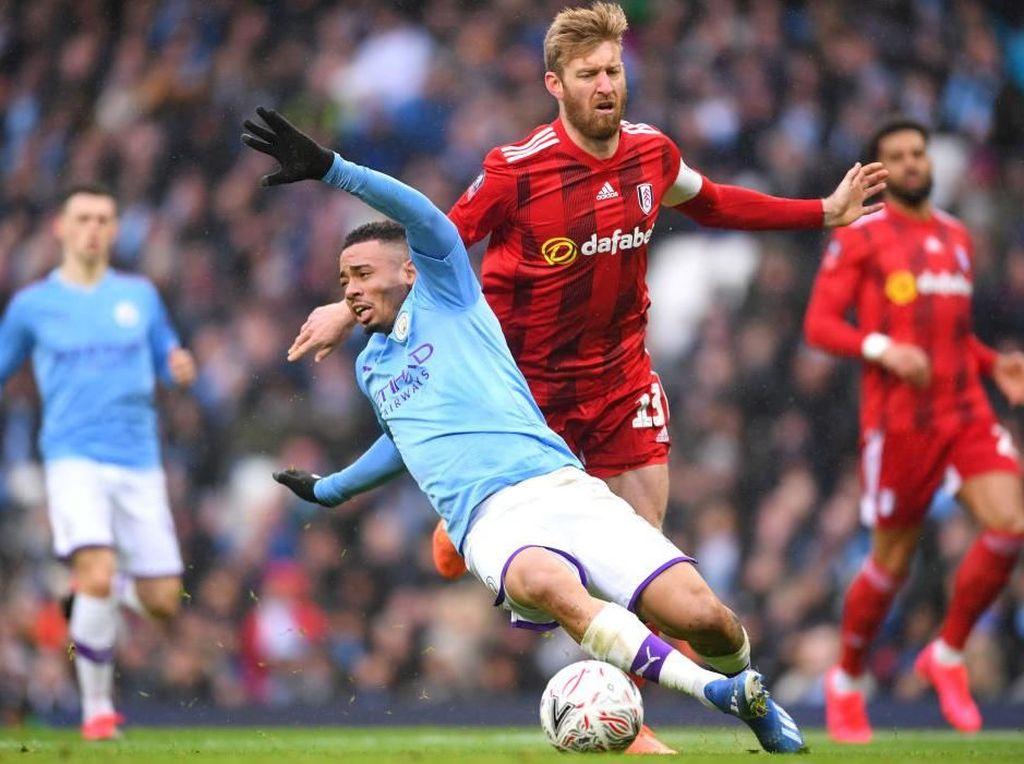 Kartu Merah Cepat Fulham Memuluskan Jalan Man City