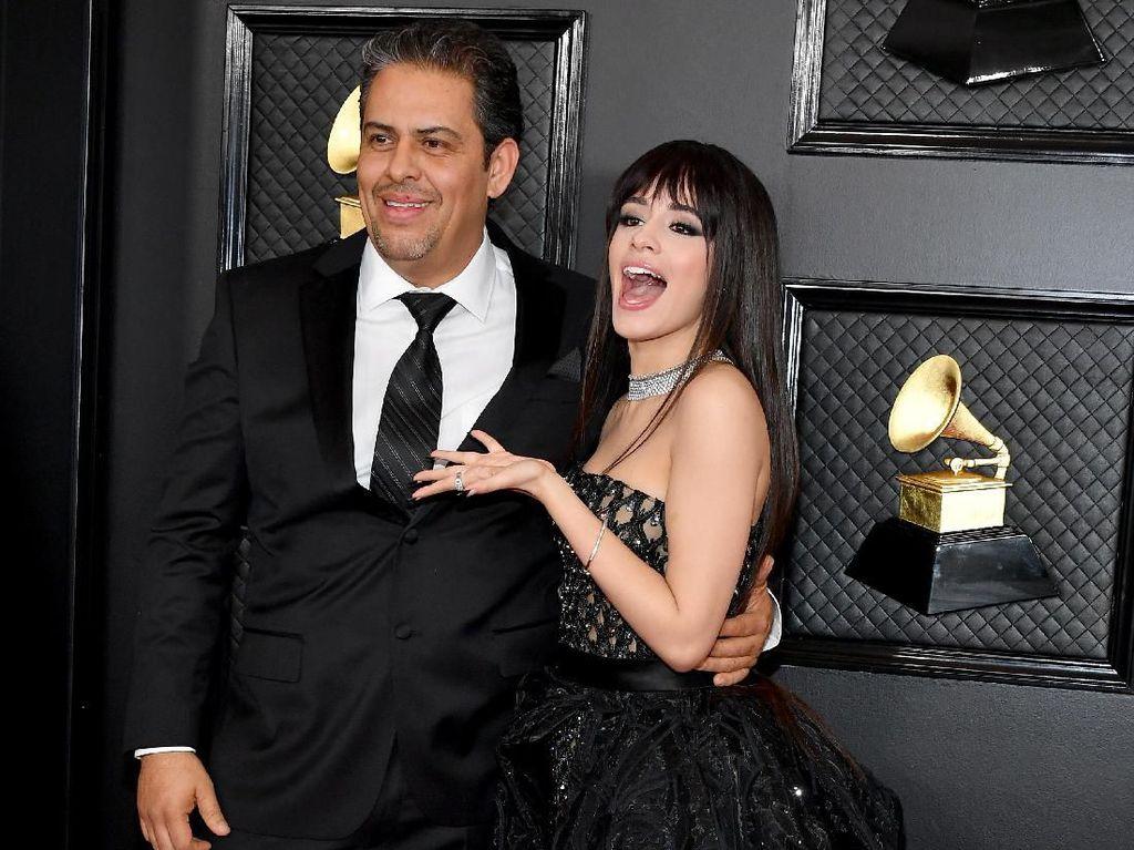 Bukan Shawn Mendes, Ini Pria yang Temani Camila Cabello di Grammy