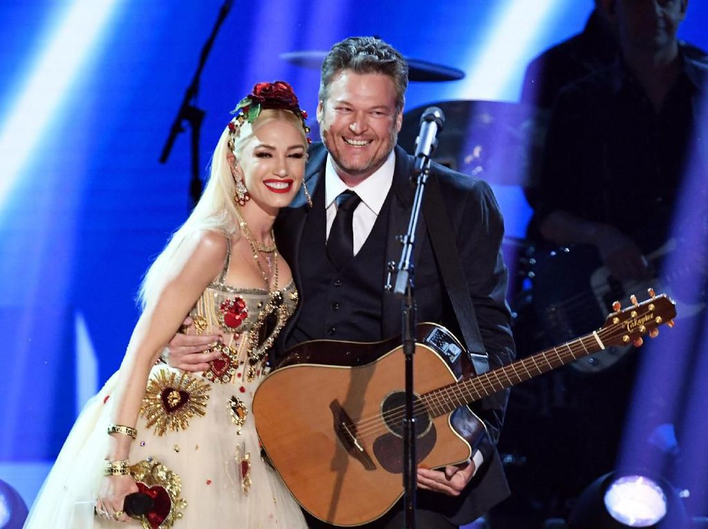 Gwen Stefani dan Blake Shelton Tampilkan Duet Manis di Grammy