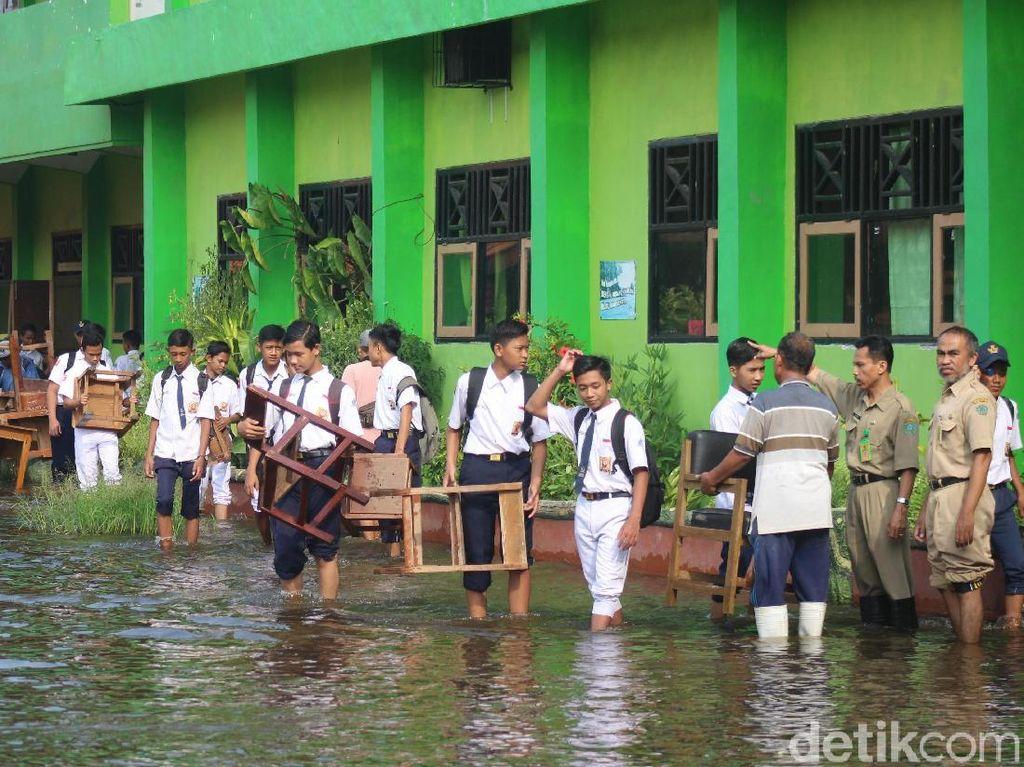 Dua Sekolah di Sidoarjo Kebanjiran Setelah Diterjang Hujan Deras