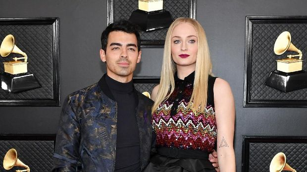 LOS ANGELES, CALIFORNIA - JANUARY 26: (L-R) Joe Jonas and Sophie Turner attend the 62nd Annual GRAMMY Awards at Staples Center on January 26, 2020 in Los Angeles, California. (Photo by Amy Sussman/Getty Images)