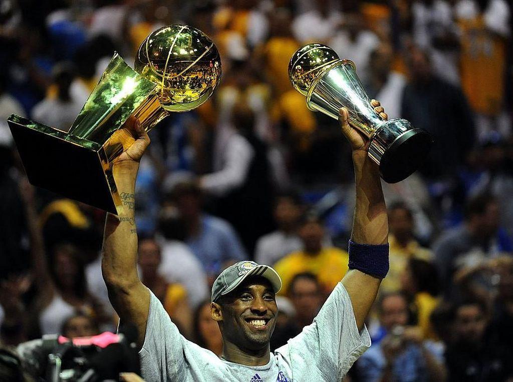 Kobe Bryant Tetap Bersinar Meski Dikepung Cedera