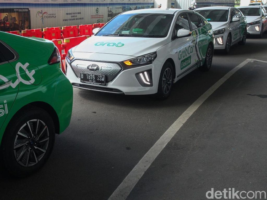 Menikmati Mobil Listrik Grab Hyundai Ioniq