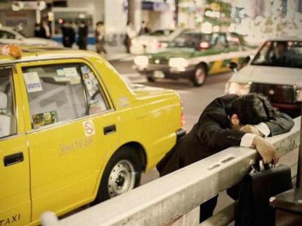 Jepang dan Kebiasaan Tidur di Tempat Umum