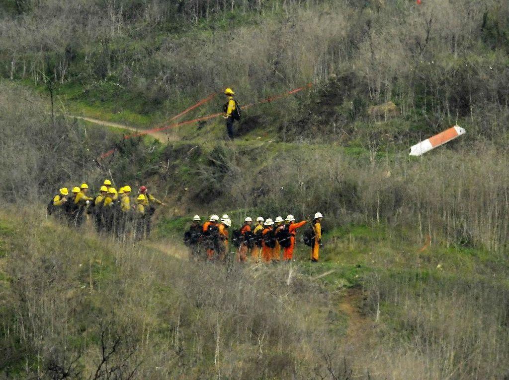 Turis dan Fan Serbu Lokasi Kecelakaan Helikopter Kobe Bryant