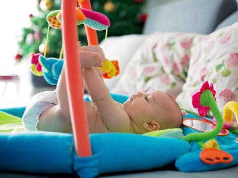 5 Mainan Bayi untuk Bantu Si Kecil Belajar Berdiri dan Berjalan
