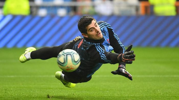 Real Madrids Belgian goalkeeper Thibaut Courtois warms up before the Spanish league football match between Real Madrid CF and Sevilla FC at the Santiago Bernabeu stadium in Madrid on January 18, 2020. (Photo by GABRIEL BOUYS / AFP)