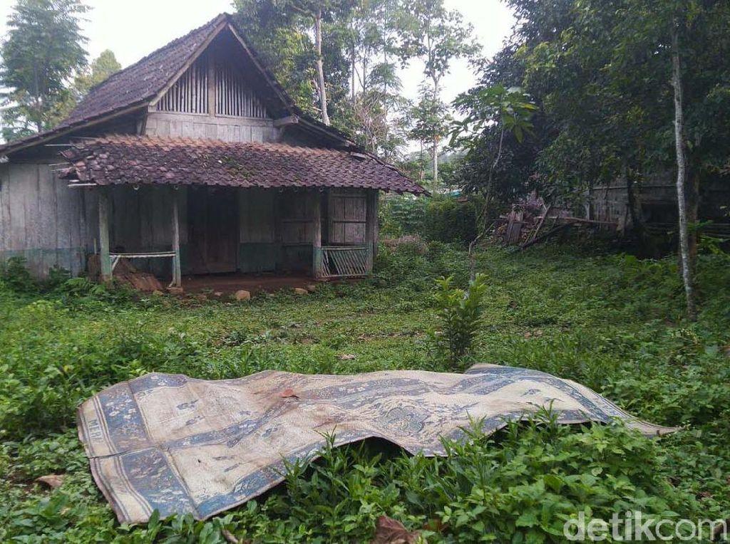 Mengintip Rumah Tempat Sukiyah Hidup Sebatang Kara