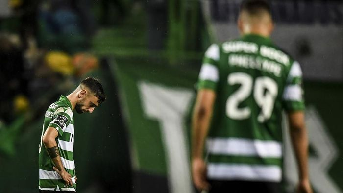 Sportings Portuguese midfielder Bruno Fernandes reacts to Benficas second goal during the Portuguese league football match between Sporting CP and SL Benfica at the Jose Alvalade stadium in Lisbon on January 17, 2020. (Photo by PATRICIA DE MELO MOREIRA / AFP)