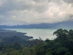 Air di Danau Batur Berubah Jadi Hijau Tosca, Ini Sebabnya