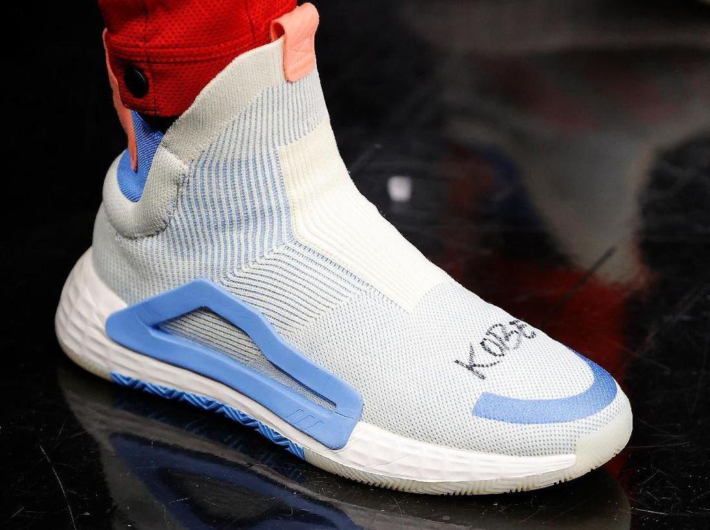 Sneakers Spesial untuk Kobe Bryant