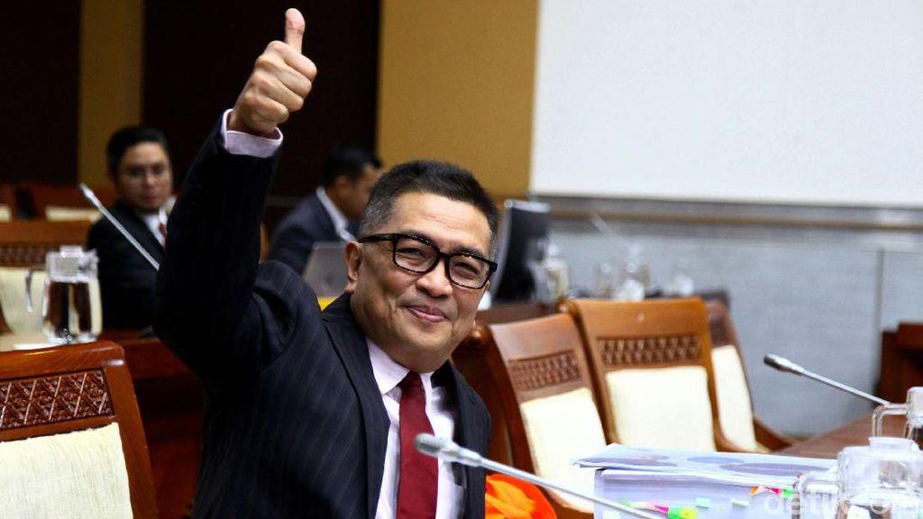 Salam Jempol Helmy Yahya Saat Penuhi Panggilan Komisi I DPR