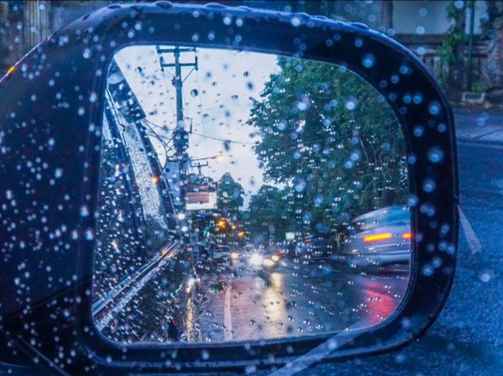 Jangan Remehkan Fungsi Penting Kaca Spion Mobil