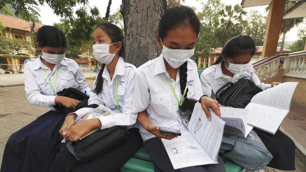 Cegah Virus Corona, Siswa Sekolah di Kamboja Pakai Masker