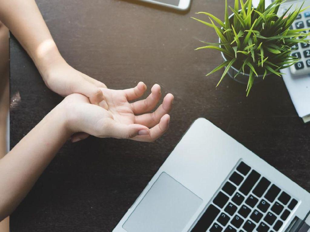 Jangan Sepelekan Pergelangan Tangan Nyeri Saat Bekerja