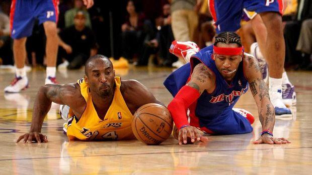 Allen Iverson dan Kobe Bryant sempat jadi rival di NBA.