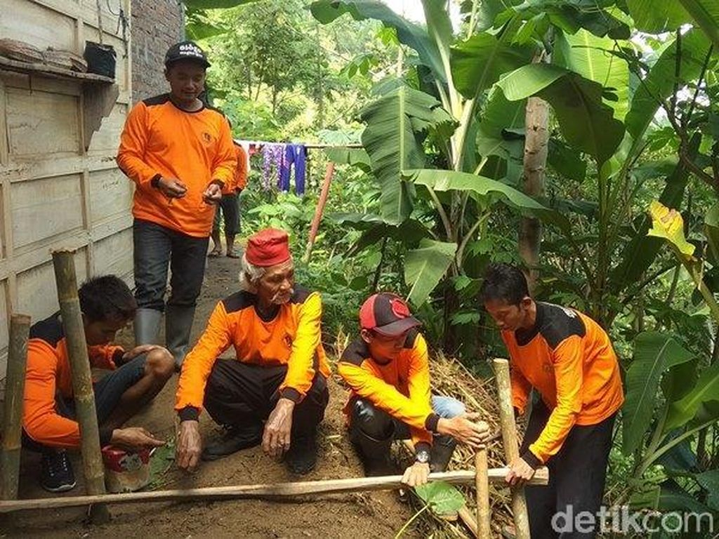 Pantau Lokasi Rawan Longsor, Warga Magelang Pasang EWS dari Bambu-Kayu