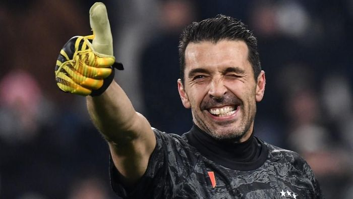 Juventus Italian goalkeeper Gianluigi Buffon acknowledges the public at the end of the Italian Cup (Coppa Italia) round of 8 football match Juventus vs AS Roma on January 22, 2020 at the Juventus stadium in Turin. (Photo by Marco Bertorello / AFP)