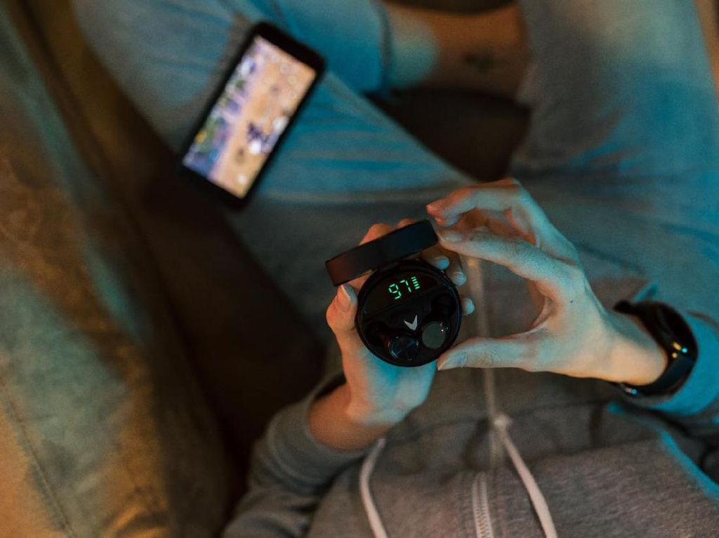 Vyatta Rilis Earphone TWS Berteknologi AptX
