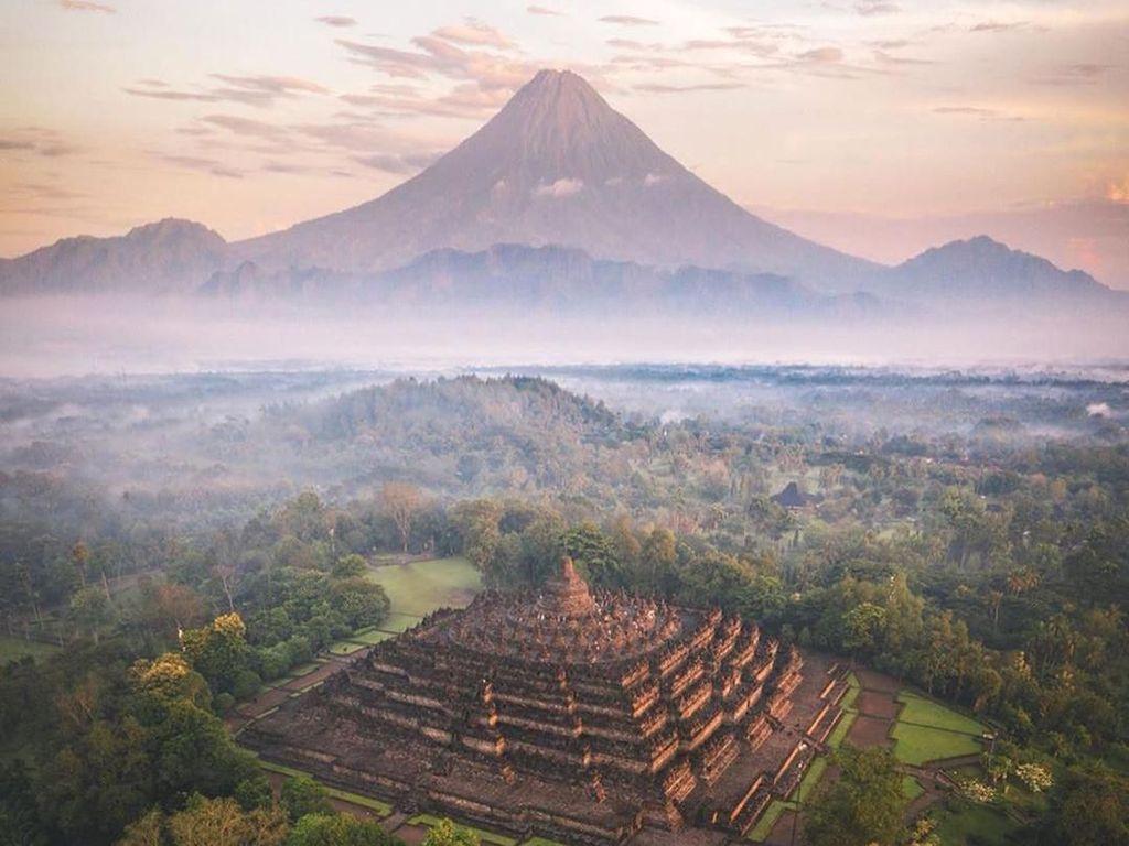 Foto Candi Borobudur Viral: Gunung Sumbing Kok Lancip Banget?