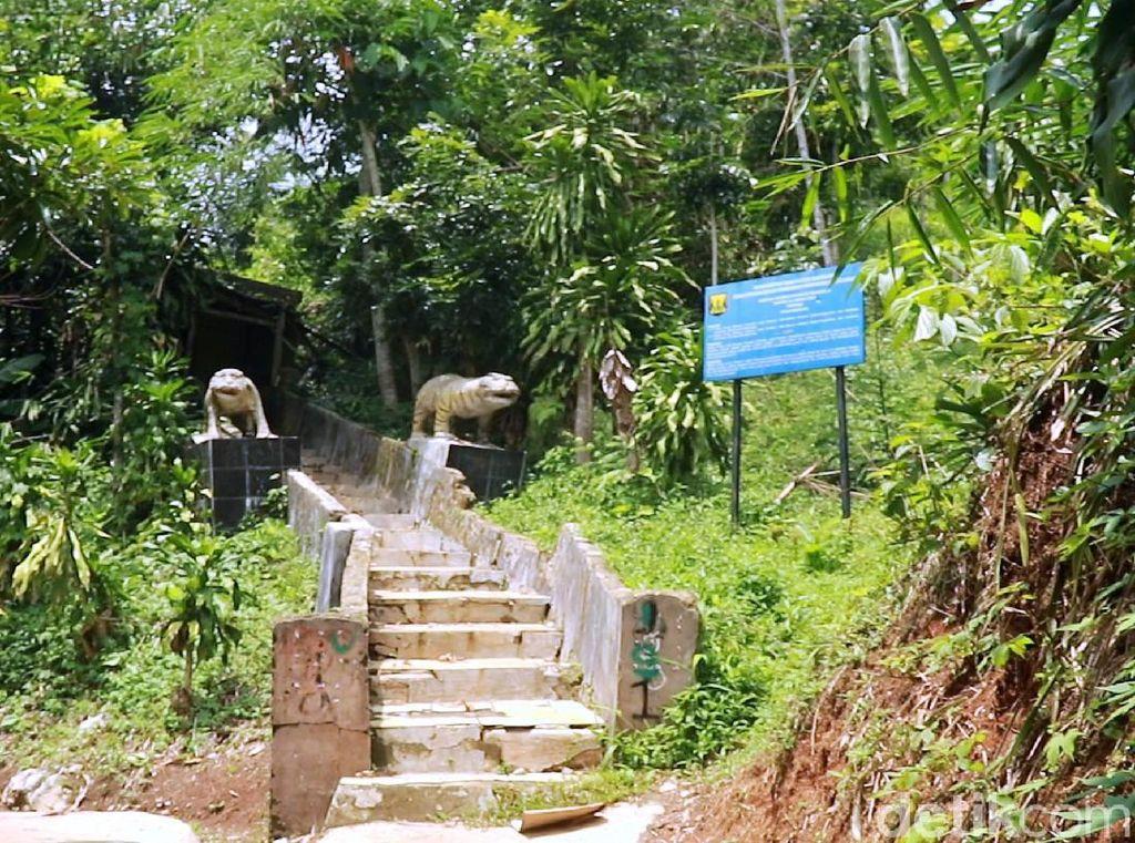 Goa Kutamaneuh, Johny Indo, dan Kisah Robin Hood Indonesia