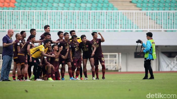 PSM Makassar berhasil kalahkan Lalenok United di playoff AFC Cup 2020. Meski bermain dengan 9 pemain, PSM Makassar justru menang 3-1.