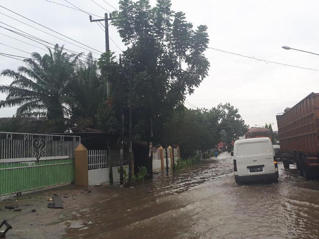 Jalan Lintas Sumatera Tanjung Morawa-Medan Tergenang Air, Lalin Tersendat