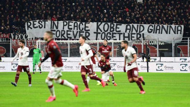 Spanduk ucapan duka cita dari fans AC Milan