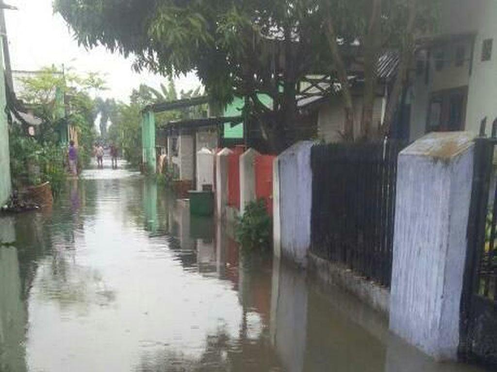 Banjir di Medan Labuhan Belum Surut, Sebagian Warga Mengungsi