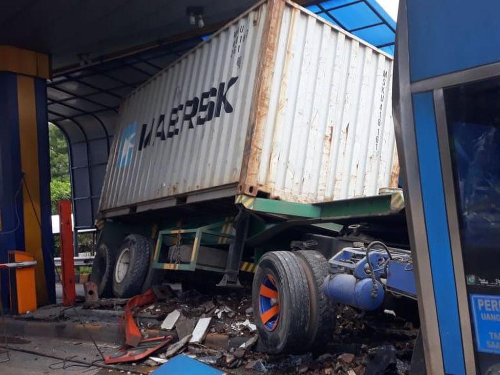 Kecelakaan Kontainer Tabrak Gardu di Tol Halim Akibat Rem Blong
