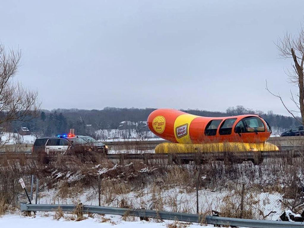 Kisah Mobil Hotdog Sepanjang 8 Meter Dihentikan Polisi
