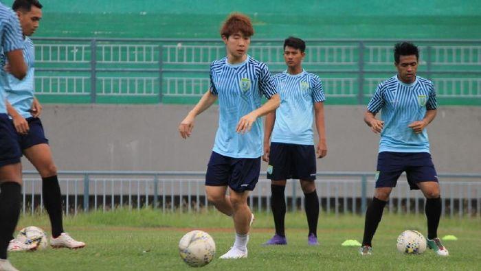 Shunsuke Nakamura berlatih bersama Persela Lamongan