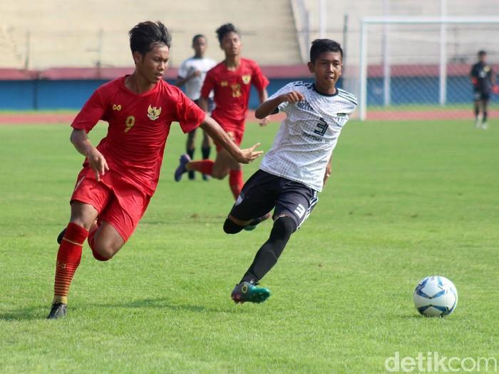 Timnas Indonesia U-16 menggelar trofeo dengan dua tim Jawa Timur. Timnas U-16 pun berhasil meraih hasil positif dalam laga pertandingan tersebut.