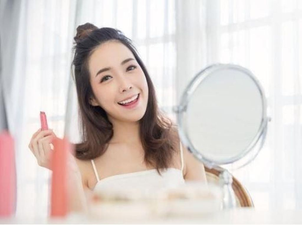 Ini Cara Buat Makeup Glowing Pakai Pixy Make It Glow