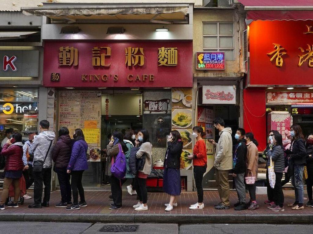WNI Tertular, Turis China Positif Corona Sempat Jalan-jalan di Singapura