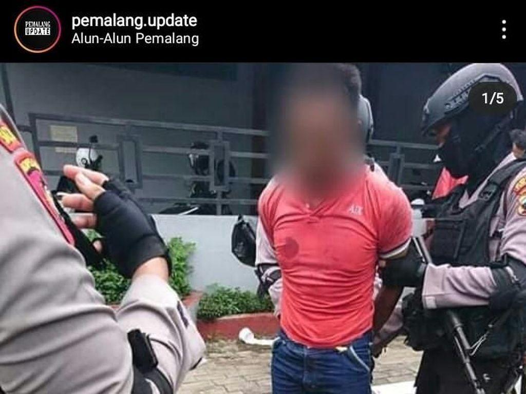 Viral Foto Pria Bakar Al-Quran di Pemalang, Polisi: Kami Cek Dulu