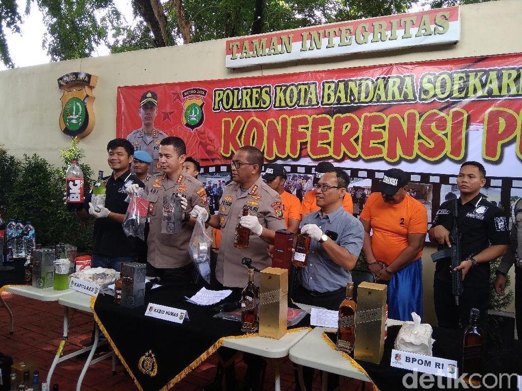 Polisi Tangkap 4 Produsen Miras Oplosan, Ada Pensiunan TNI