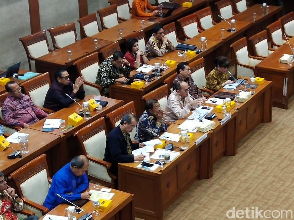 DPR Sebut Omnibus Law Tak Berpihak Pada Buruh, Ini Pembelaan Satgas