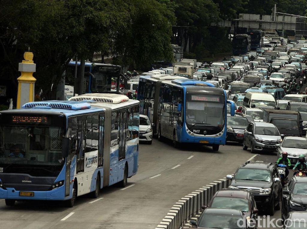 PPKM Mikro, Transportasi Umum di DKI Beroperasi sampai Pukul 22.00 WIB