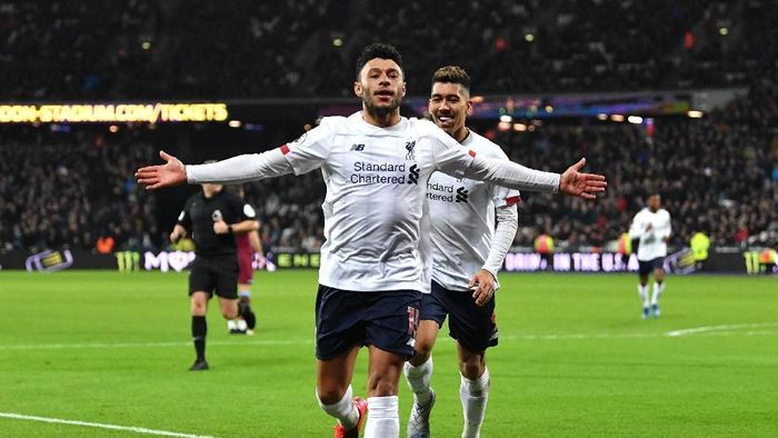 LONDON, ENGLAND - JANUARY 29: Alex Oxlade-Chamberlain of Liverpool celebrates after scoring his teams second goal during the Premier League match between West Ham United and Liverpool FC at London Stadium on January 29, 2020 in London, United Kingdom. (Photo by Justin Setterfield/Getty Images)