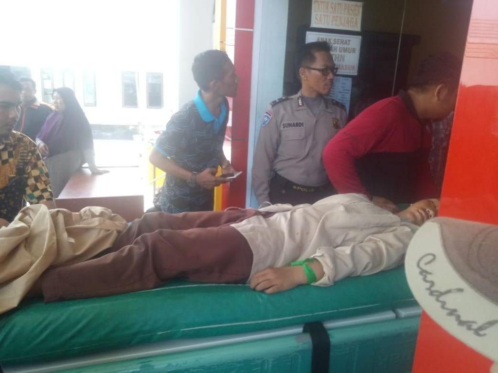 Mobil Terbalik karena Rem Blong di Poso, 20 Orang Terluka