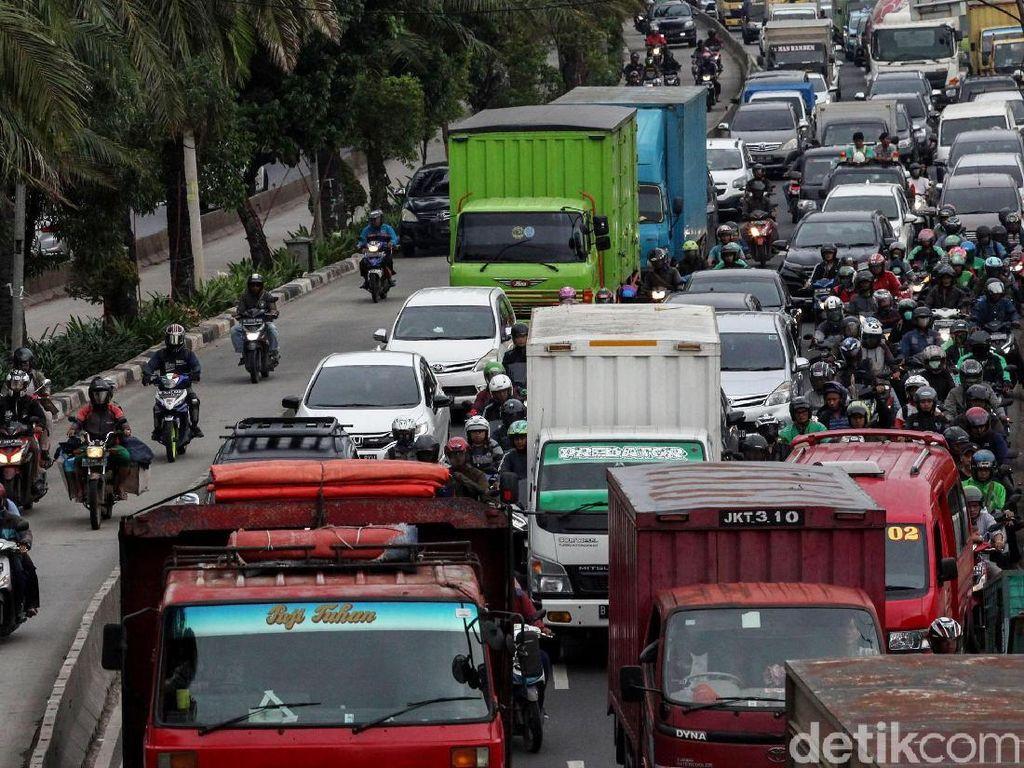 Terpopuler: Waktu yang Terbuang di Jalan, Rem Tangan di Lampu Merah