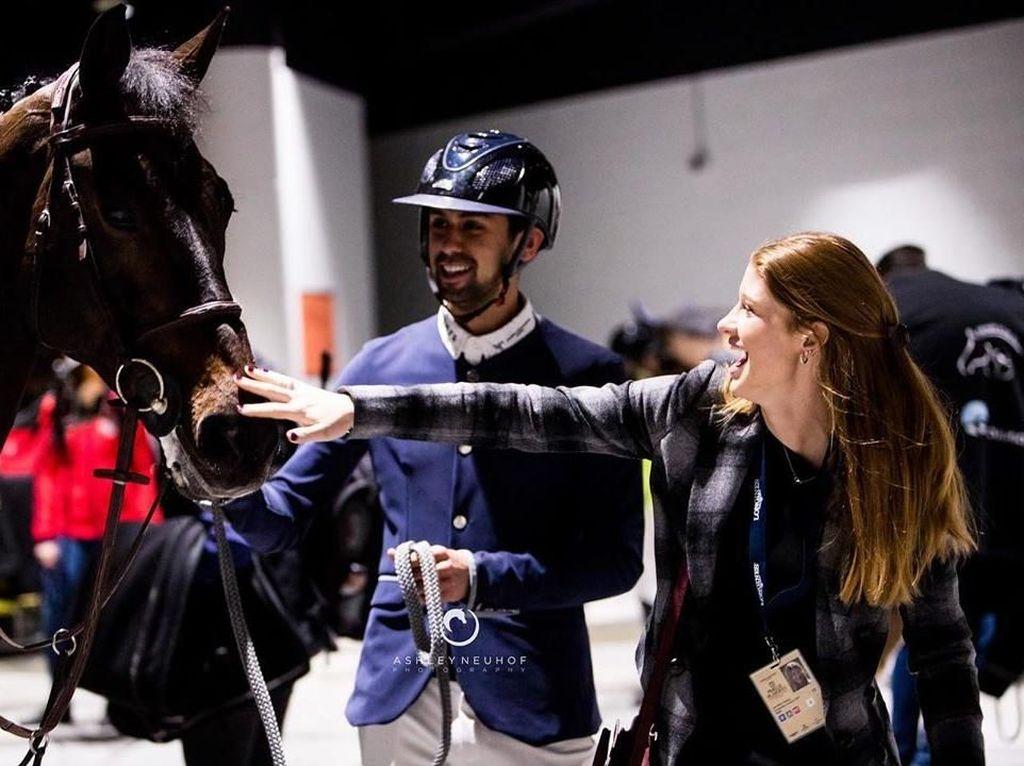 Gagah! Tunangan Anak Bill Gates Sabet Semua Juara Lomba Berkuda